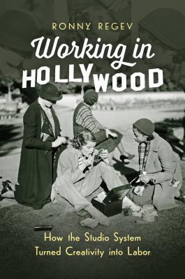 دانلود کتاب Working in Hollywood: How the Studio System Turned Creativity into Labor 1469636506